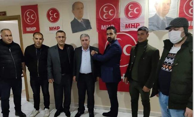 Onat MHP Rozetini Taktı